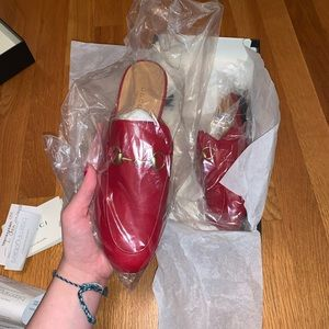 Gucci hibiscus red slides